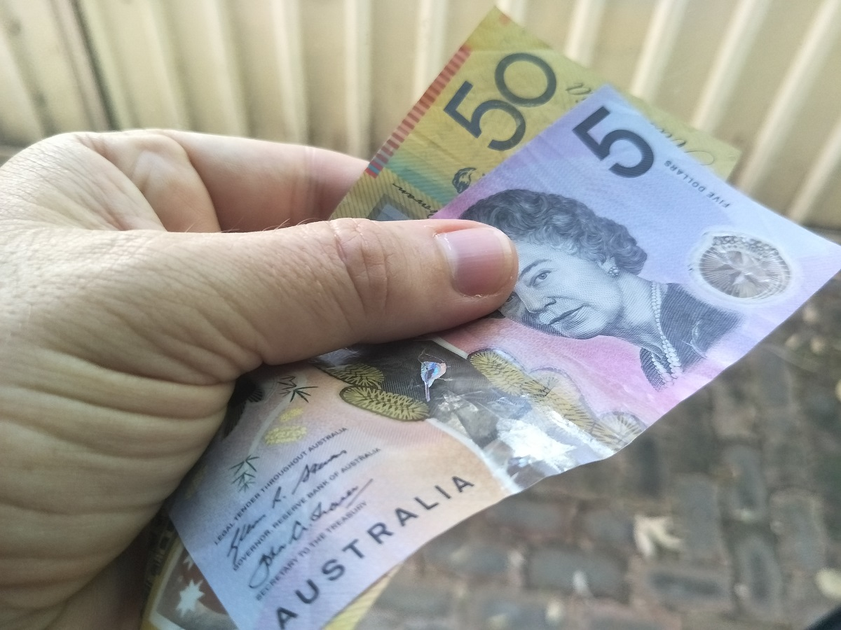 Tradies paying for project expenses used in online Xero, MYOB & QuickBooks Online Training Courses